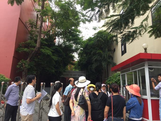 """Nộp học phí chậm, phụ huynh Trường Việt Úc """"bị phạt"""" 0,2 %/ngày - Ảnh 1."""