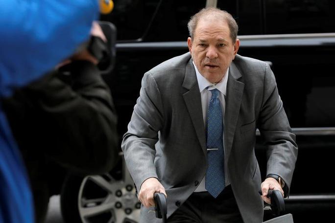 """""""Ông  trùm"""" Hollywood Harvey Weinstein tiếp tục bị kiện hiếp dâm - Ảnh 1."""