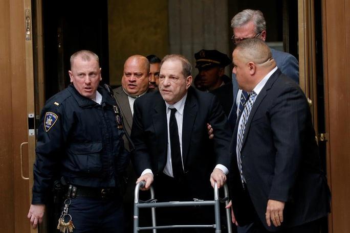 """""""Ông  trùm"""" Hollywood Harvey Weinstein tiếp tục bị kiện hiếp dâm - Ảnh 2."""