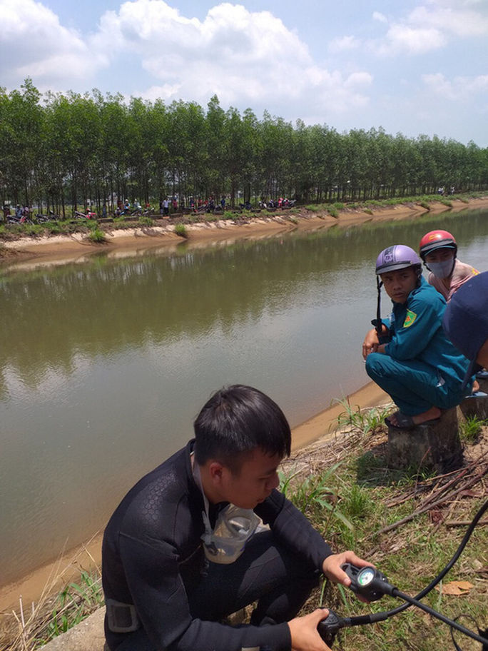 Đang câu cá, một thanh niên rơi xuống kênh mất tích - Ảnh 1.