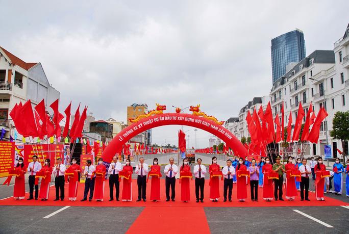 Thủ tướng Nguyễn Xuân Phúc dự lễ thông xe dự án giao thông hơn 1.400 tỉ đồng - Ảnh 1.