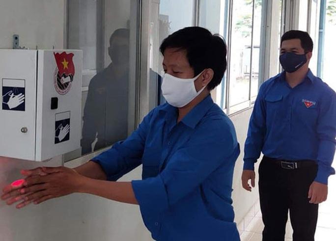 Thi thiết kế máy rửa tay sát khuẩn tự động - Ảnh 1.