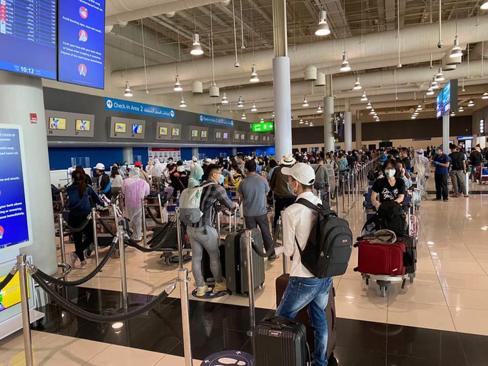 Chuyến bay đầu tiên đưa gần 300 công dân Việt Nam từ khu vực Trung Đông về nước - Ảnh 3.