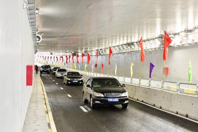 Thủ tướng Nguyễn Xuân Phúc dự lễ thông xe dự án giao thông hơn 1.400 tỉ đồng - Ảnh 3.
