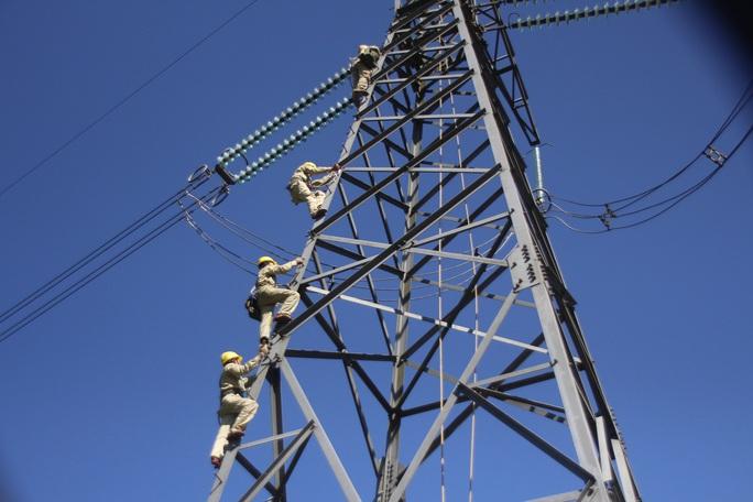 Bộ Công Thương kiến nghị cho tư nhân làm lưới truyền tải điện - Ảnh 1.