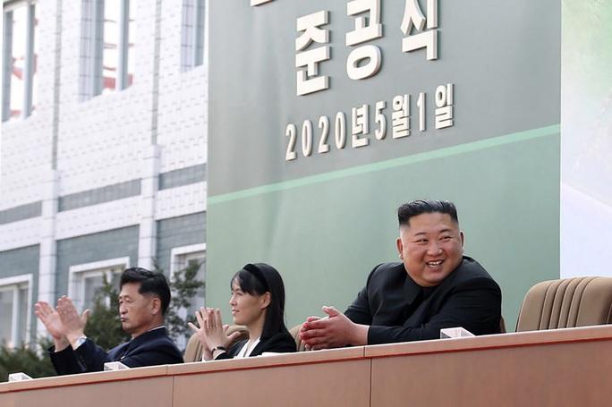 Hình ảnh mới về ông Kim Jong-un hé lộ điều gì? - Ảnh 2.