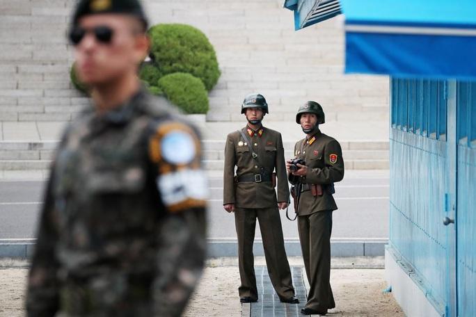 Hàn Quốc, Triều Tiên nổ súng qua lại gần chốt an ninh trong khu phi quân sự - Ảnh 1.