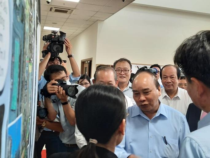Thủ tướng Nguyễn Xuân Phúc thị sát cảng Cái Mép - Thị Vải - Ảnh 2.