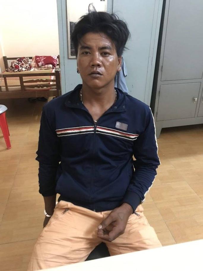 CLIP: Bắt giam kẻ hành hạ dã man con gái 6 tuổi gây phẫn nộ - Ảnh 7.
