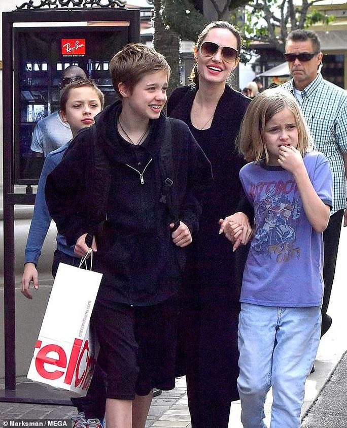 Brad Pitt tụ hội Pax Thiên và các con  - Ảnh 5.