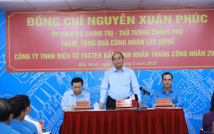 Thủ tướng Nguyễn Xuân Phúc thăm hỏi, động viên công nhân, người lao động tại Bắc Ninh  - Ảnh 3.