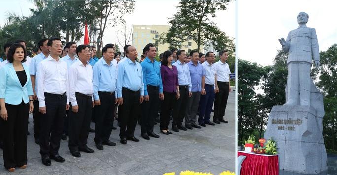Thủ tướng Nguyễn Xuân Phúc thăm hỏi, động viên công nhân, người lao động tại Bắc Ninh  - Ảnh 6.