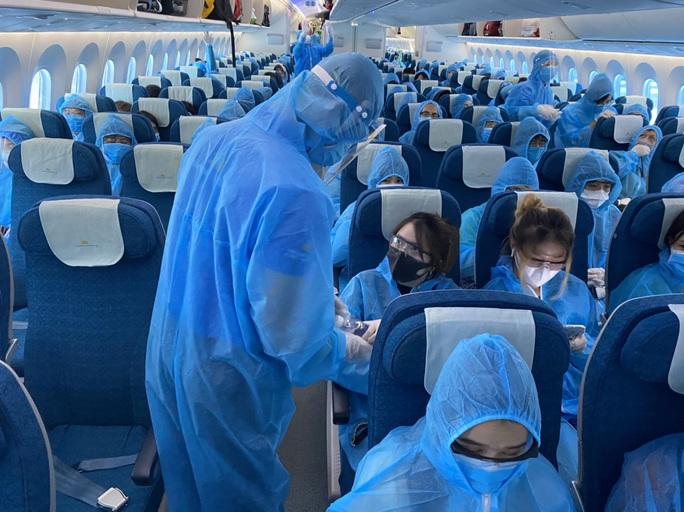 CLIP: Hơn 340 công dân Việt Nam từ Singapore về Cần Thơ - Ảnh 4.