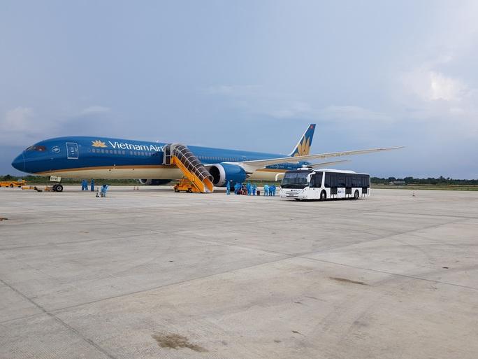 CLIP: Hơn 340 công dân Việt Nam từ Singapore về Cần Thơ - Ảnh 6.