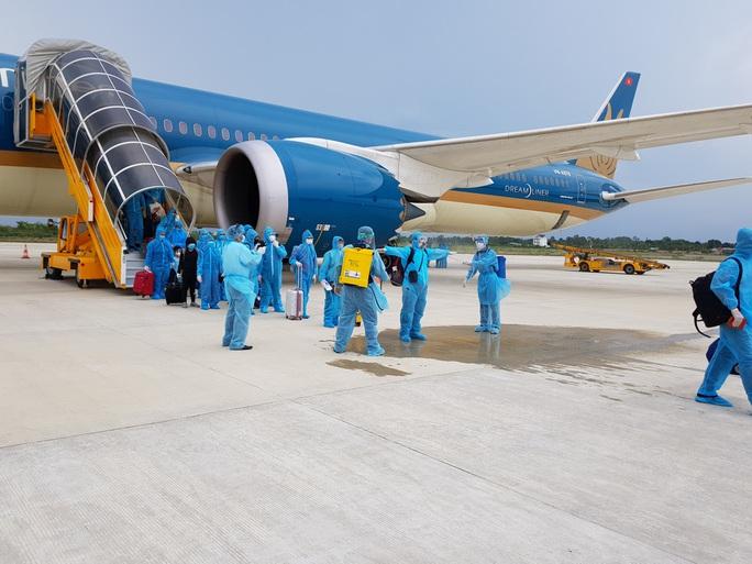 CLIP: Hơn 340 công dân Việt Nam từ Singapore về Cần Thơ - Ảnh 7.