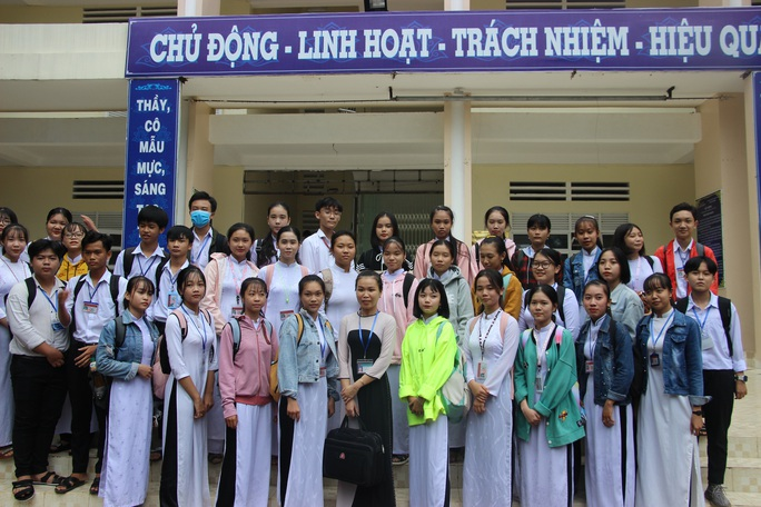 CLIP: Cô giáo trẻ ở Cà Mau tiết lộ lý do hát cải lương khi dạy truyện Kiều  - Ảnh 7.