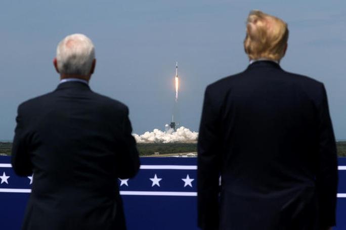 SpaceX đưa phi hành gia vào vũ trụ, Mỹ sắp thoát cảnh quá giang Nga? - Ảnh 2.