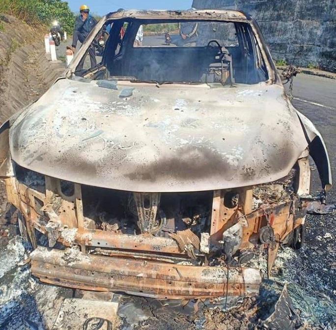 Phát hiện thi thể trong xe bán tải cháy trơ khung: Xe của bí thư xã - Ảnh 2.