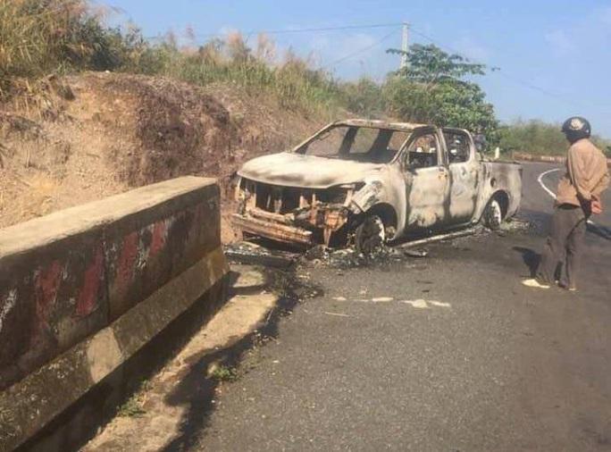 Phát hiện thi thể trong xe bán tải cháy trơ khung: Xe của bí thư xã - Ảnh 1.