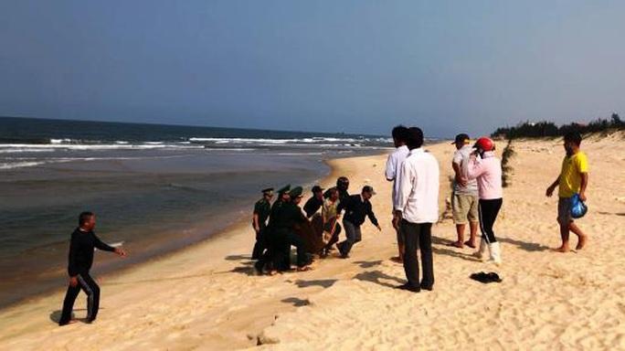 Một du khách tử vong khi đi tắm biển ở Quảng Bình - Ảnh 1.