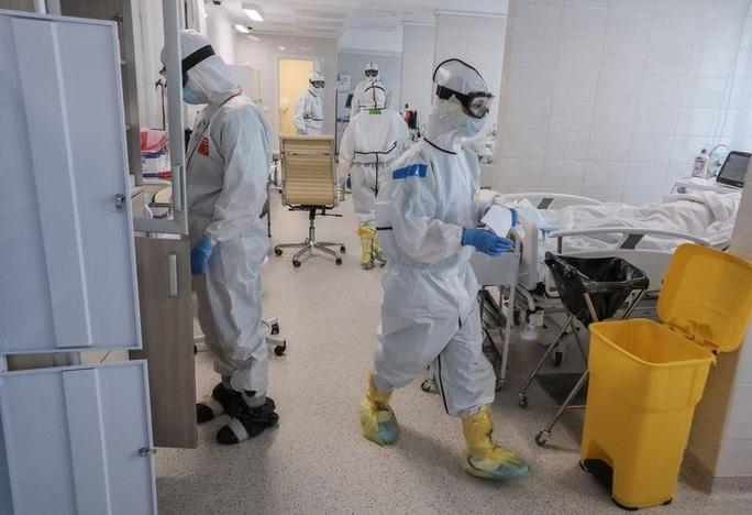 Covid-19: Nga có số ca nhiễm tăng kỷ lục ngày thứ 4 liên tiếp - Ảnh 1.