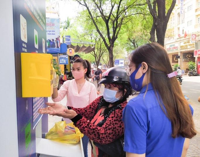 ATM thực phẩm miễn phí: Cảm ơn chương trình ý nghĩa - Ảnh 1.