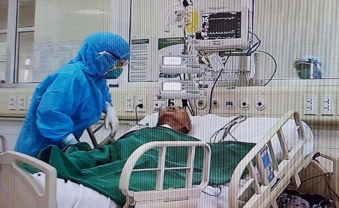 Thêm 11 bệnh nhân Covid-19 khỏi bệnh, trong đó có cụ bà 88 tuổi từng nguy kịch - Ảnh 2.