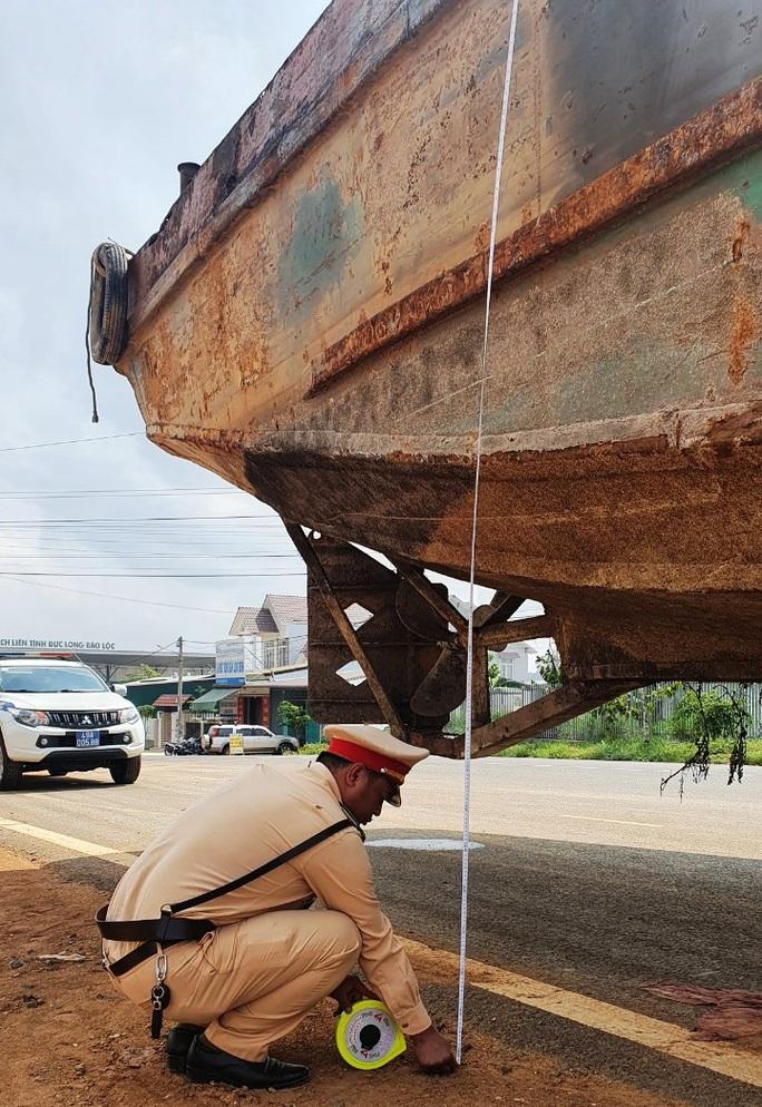 Phạt hơn 90 triệu đồng tài xế và chủ phương tiện kéo sà lan gây ách tắc đèo Bảo Lộc - Ảnh 5.