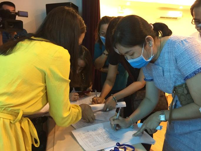Trường Quốc tế Việt Úc giảm học phí, phụ huynh tiếp tục đề nghị làm rõ các khoản thu - Ảnh 4.