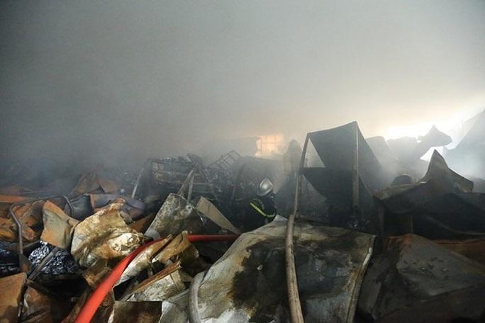 Cháy kinh hoàng trong khu công nghiệp, 3 người tử vong - Ảnh 1.
