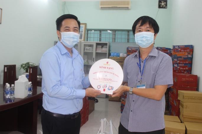 Đồng Nai: Khen thưởng đơn vị chế tạo thiết bị khử trùng tự động - Ảnh 1.