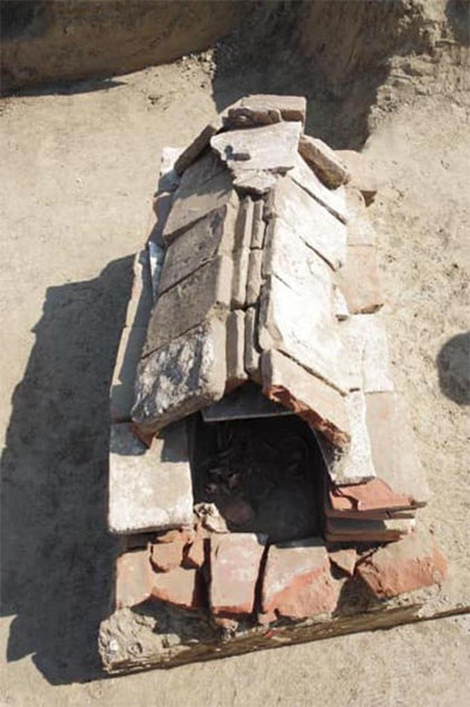 Bí ẩn mộ cổ chiến binh bóng tối xuất hiện nơi khó ngờ nhất - Ảnh 1.