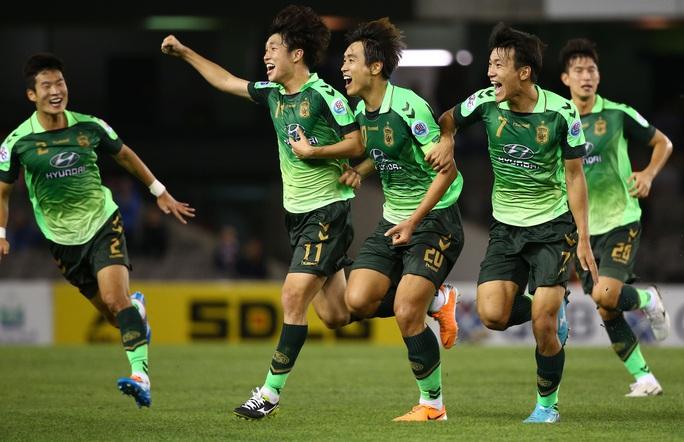 K-League tái xuất, thế giới hân hoan - Ảnh 1.