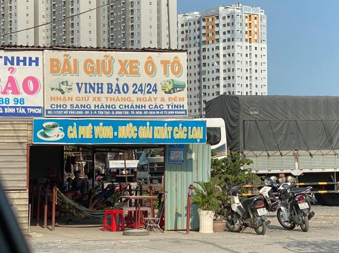 Bãi giữ xe vi phạm bị tố không phải của Công an quận Bình Tân (?!) - Ảnh 2.