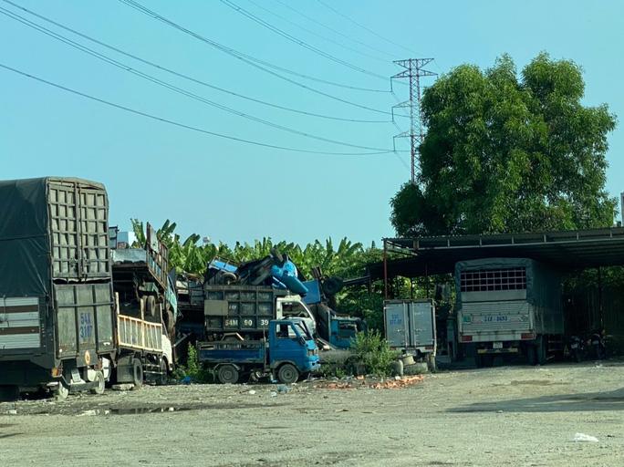Bãi giữ xe vi phạm bị tố không phải của Công an quận Bình Tân (?!) - Ảnh 4.