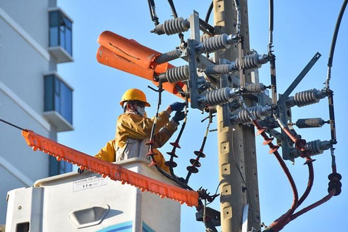 Bộ Công Thương xin lùi thời gian sửa biểu giá điện vì dịch Covid-19 - Ảnh 1.