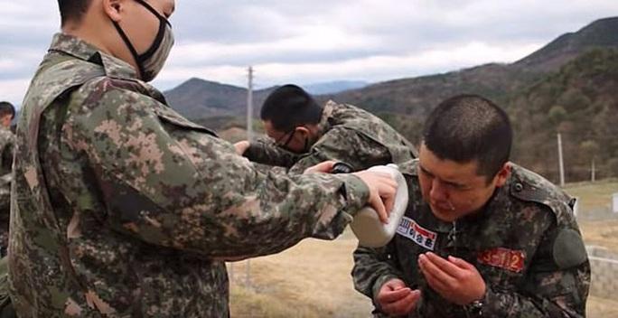 Son Heung-min tòng chinh, lộ hình ảnh siêu chiến binh thời 4.0 - Ảnh 2.