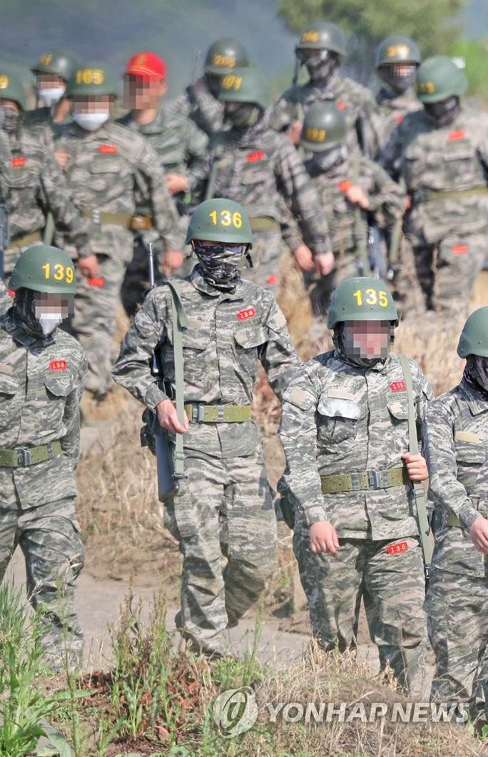 Son Heung-min tòng chinh, lộ hình ảnh siêu chiến binh thời 4.0 - Ảnh 5.