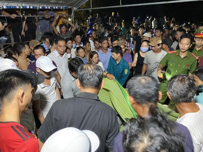 Vụ lật thuyền 5 người mất tích ở Quảng Nam: Đã tìm thấy thi thể 2 nạn nhân - Ảnh 4.