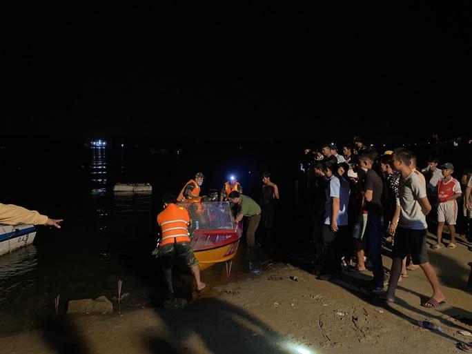 Vụ lật thuyền 5 người mất tích ở Quảng Nam: Đã tìm thấy thi thể 2 nạn nhân - Ảnh 3.