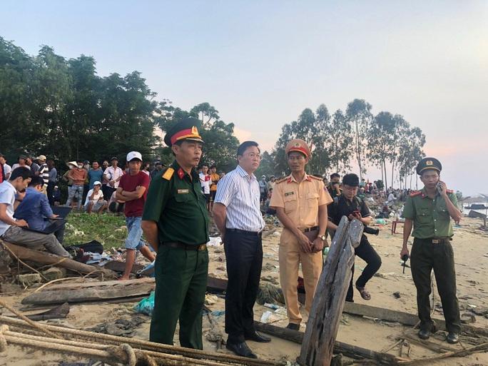 Vụ lật thuyền 5 người mất tích: Bí thư, chủ tịch Quảng Nam tới hiện trường - Ảnh 11.