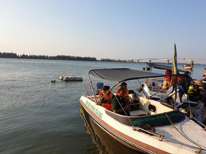 Vụ lật thuyền 5 người mất tích: Bí thư, chủ tịch Quảng Nam tới hiện trường - Ảnh 14.