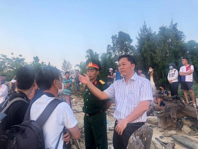 Vụ lật thuyền 5 người mất tích: Bí thư, chủ tịch Quảng Nam tới hiện trường - Ảnh 3.