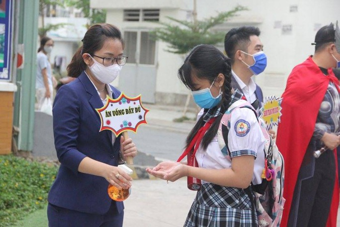 Sở GD-ĐT TP HCM: Học sinh trở lại trường từ ngày 1-3 - Ảnh 1.