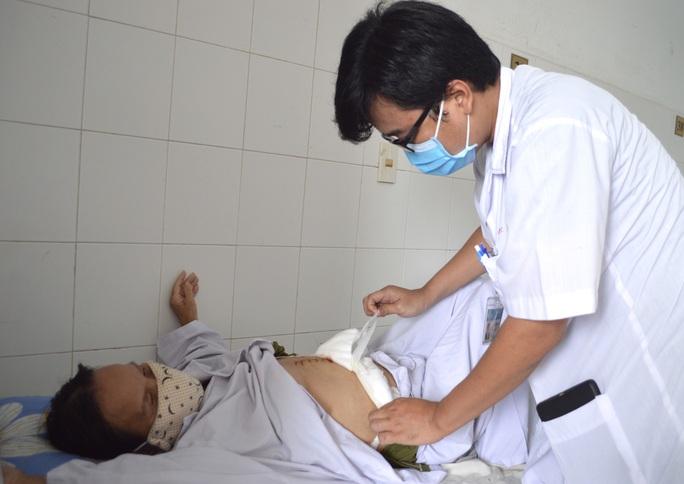 4,5 giờ căng thẳng cứu sống bệnh nhân ung thư túi mật hiếm gặp - Ảnh 3.
