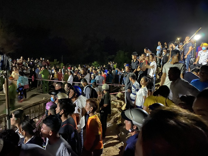 Vụ lật thuyền 5 người mất tích ở Quảng Nam: Đã tìm thấy thi thể 2 nạn nhân - Ảnh 2.