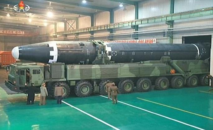 Triều Tiên xây cơ sở khổng lồ chứa tên lửa hạt nhân có thể tấn công Mỹ - Ảnh 1.