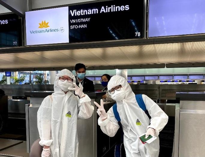 Đằng sau chuyến bay đầu tiên từ Mỹ đưa 343 người Việt về nước - Ảnh 7.