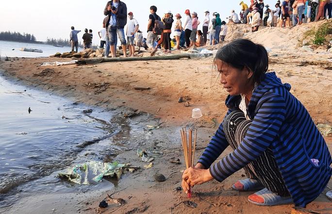 Vụ lật thuyền ở Quảng Nam: Người nhà khóc cạn nước mắt - Ảnh 7.