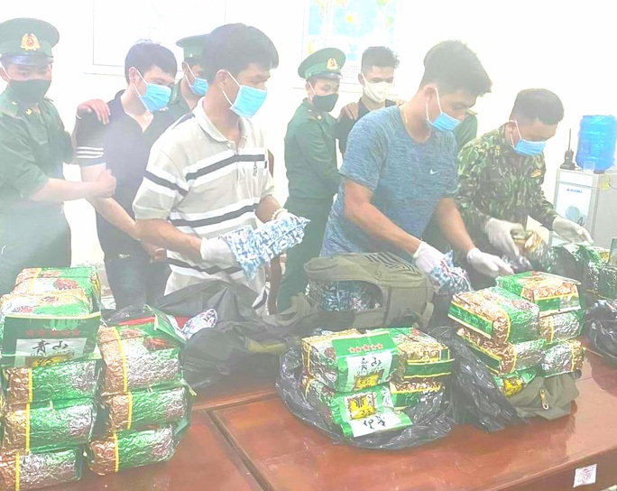 Bắt 2 thanh niên từ Hà Nam, Hải Phòng vào An Giang vận chuyển 40kg ma túy đá - Ảnh 1.